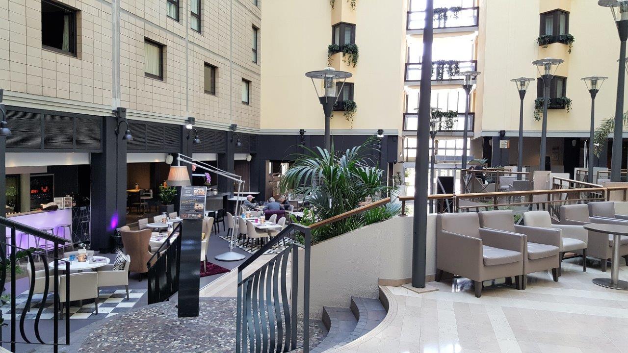 Un d jeuner agr able au restaurant de l h tel mercure - Hotel porte de versailles parc des expositions ...