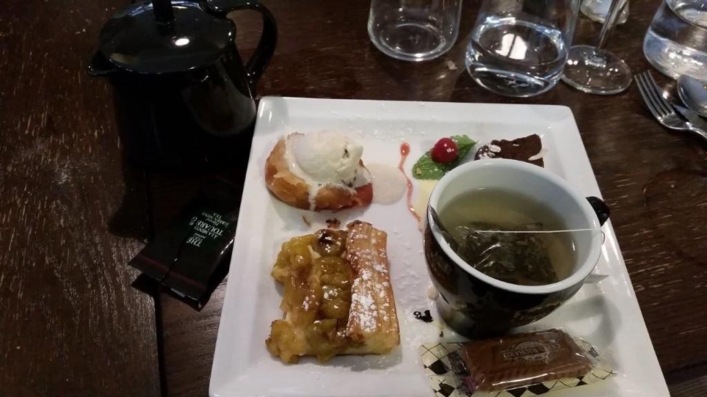 Thé gourmand aux desserts du jour