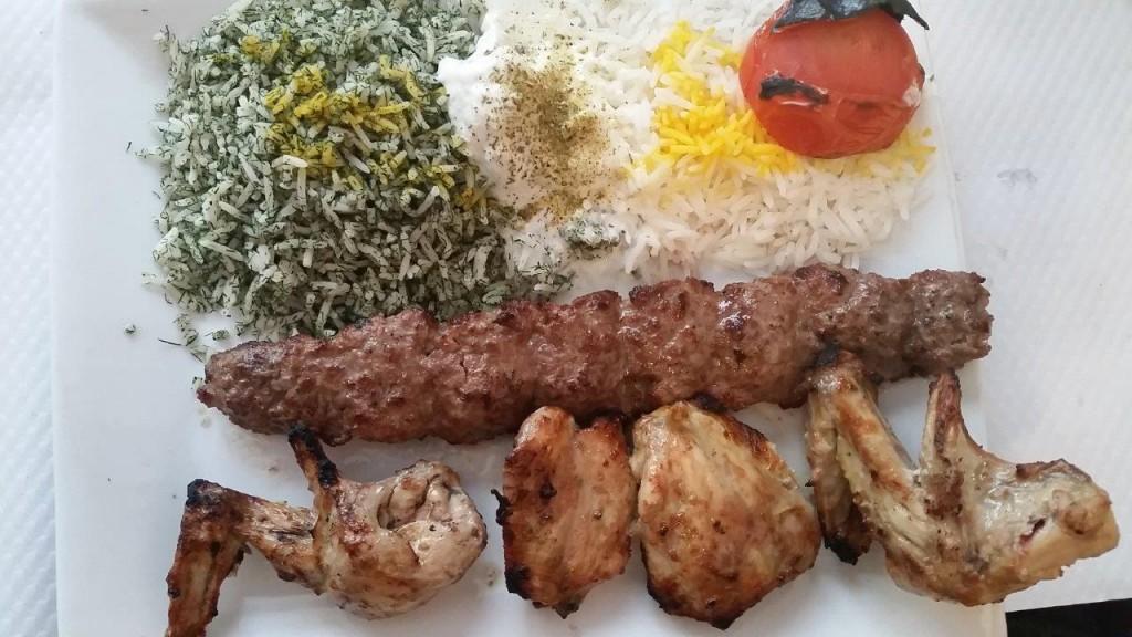 Assiette royal : 1 brochette de djoudjeh et 1 brochette de koubideh