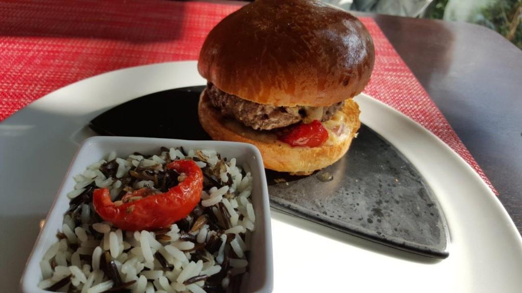 Burger steak limousin et duo de riz Thaï