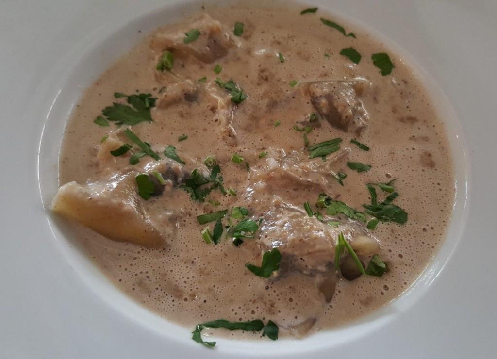 Raviolis d'escargots, persillade et crème forestière