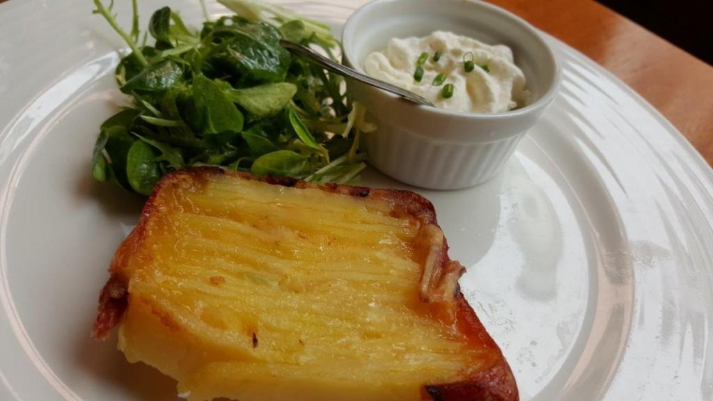 Terrine de pommes de terre et reblochon lardée