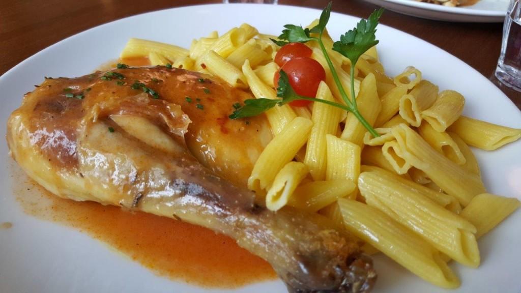 Cuisse de poulet et pâtes (menu enfant)