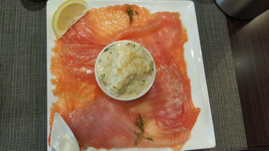 Grande assiette La Nordik - Quatre trabches de saumon fumé : irlandais de culture Bio, shetlandais, écossais de culture Bio et norvégien