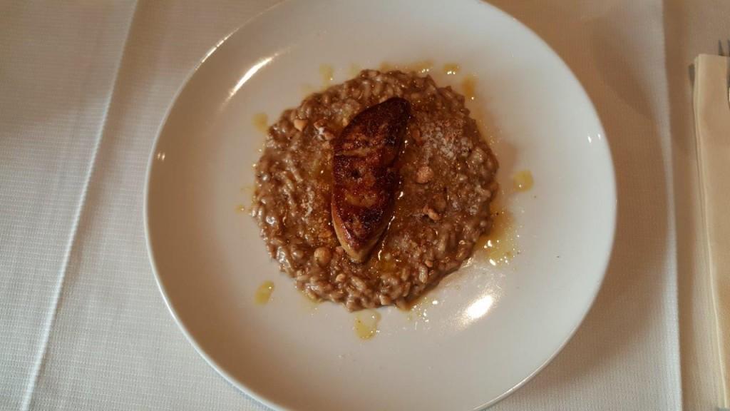 Escalope de foie gras poêlée, risotto arborio aux cèpes et noisettes