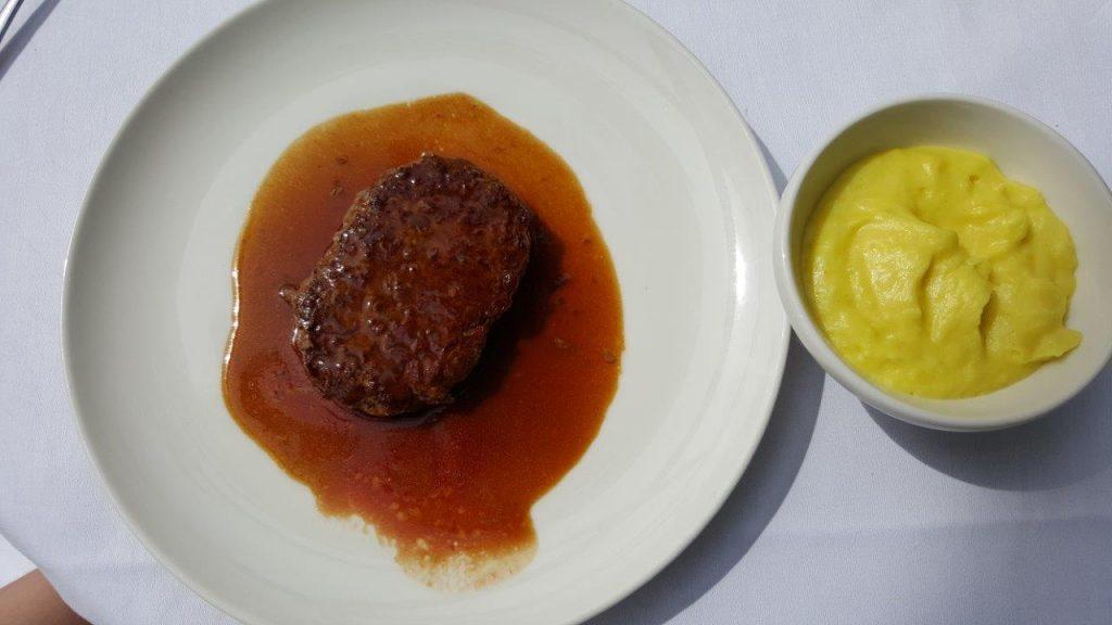 Steak haché à la purée de pommes de terre (menu enfant)