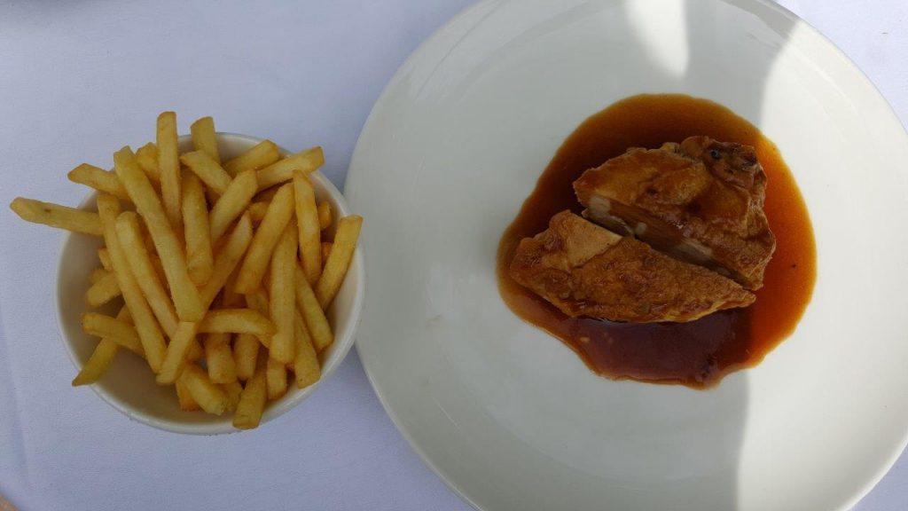 Suprême de poulet et pomme allumettes (menu enfant)