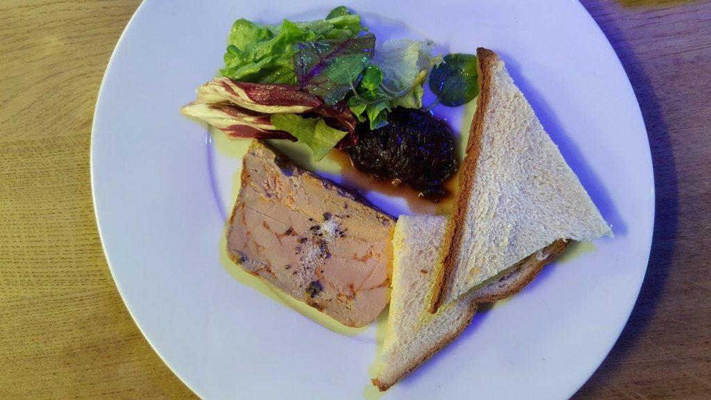 Tranche de foie gras maison au paprika et confiture d'échalote