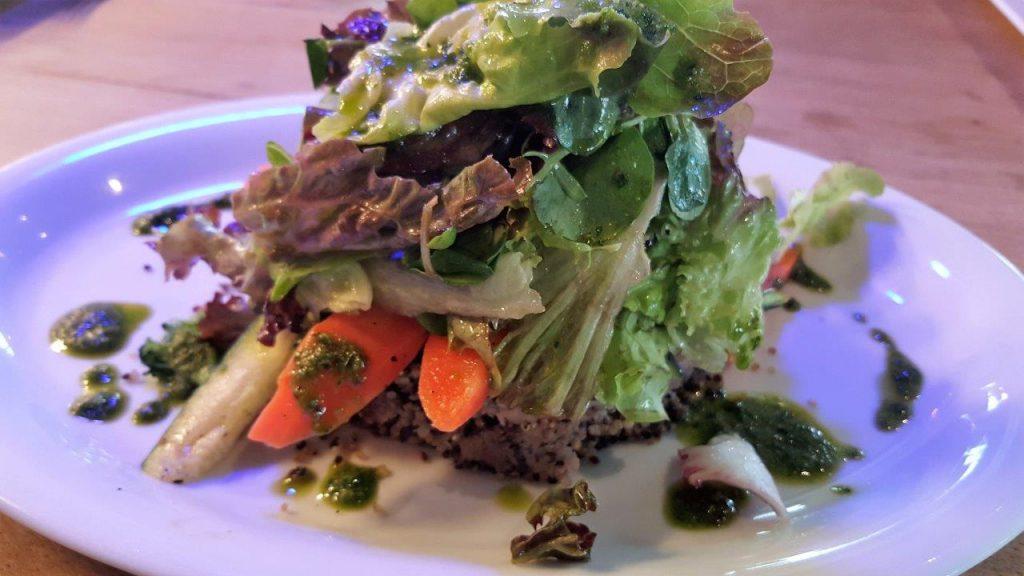 Galette de quinoa à la farine de châtaigne et sa fricassée de légumes