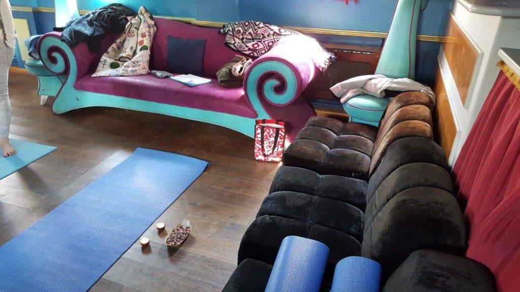 Accueil au cours de yoga