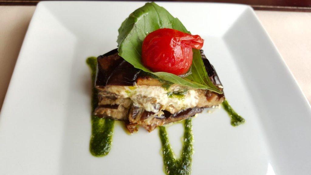 Millefeuille d'aubergines au chèvre frais et pistou