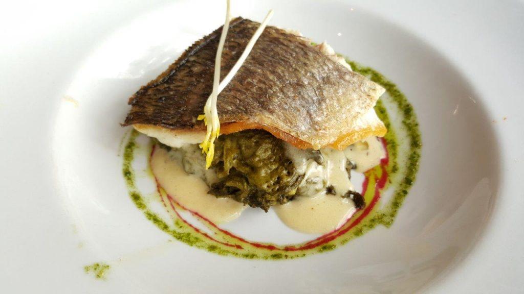 Filet de daurade royale, lasagne aux épinards et ricotta, beurre blanc au romarin