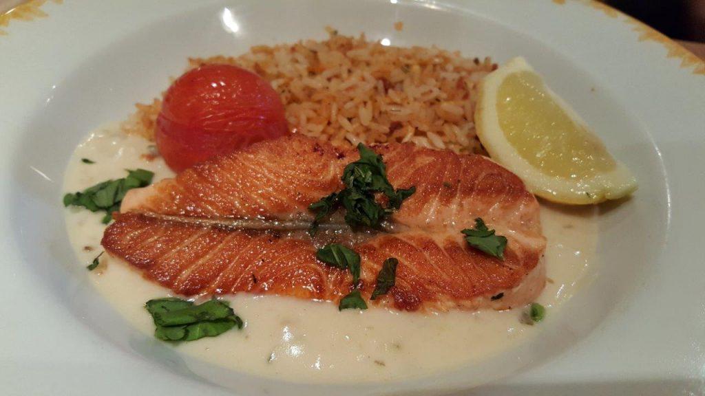Pave de saumon, sauce oseille et riz Clément