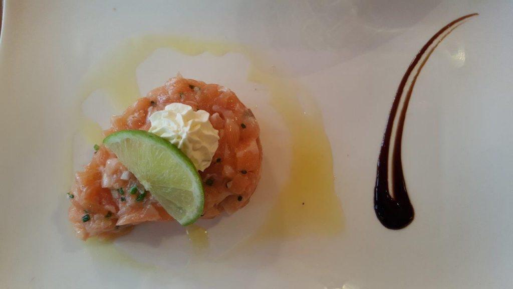 Tartare de saumon frais, chantilly au citron vert