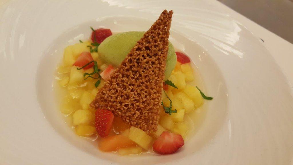 Soupe d'ananas et de fraise à la fleur d'oranger, sorbet yaourt de la maison Pédone, maître glacier
