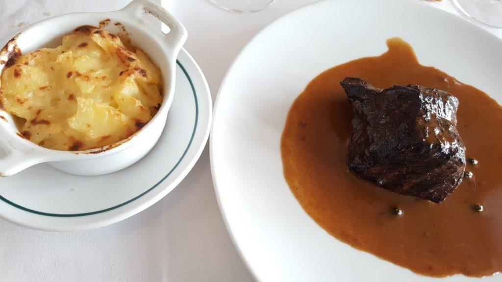 Cœur de rumsteck poêlé au poivre mignonnette, gratin dauphinois Poulet jaune des Landes avec gratin dauphinois