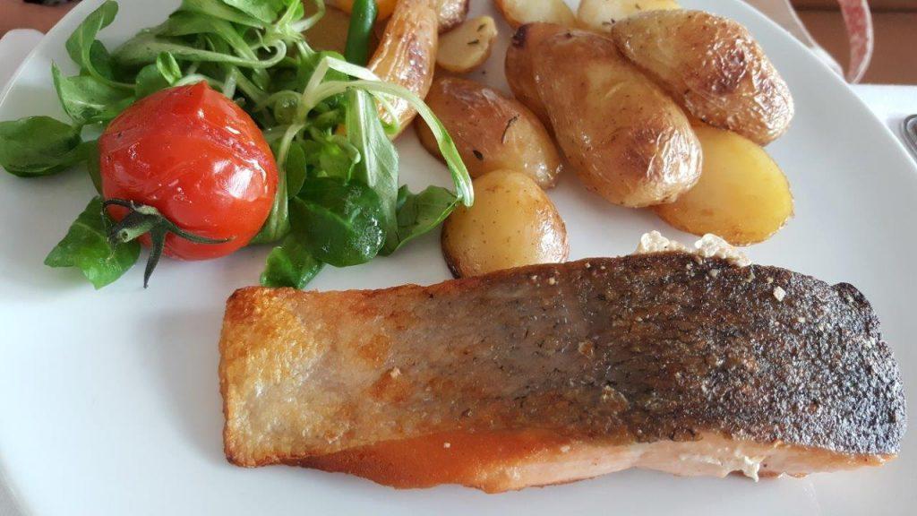 Saumon à la plancha et pommes grenailles (menu enfant)