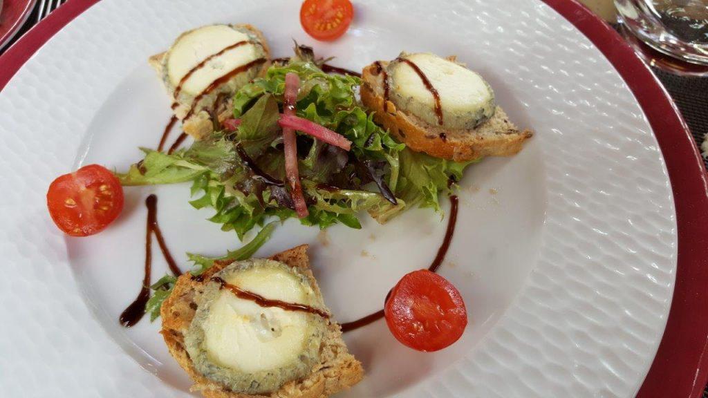 Toast de chèvre de Saint Maur de Touraine et sa salade