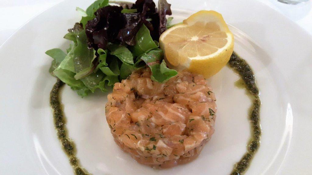 Tartare de saumon mariné aux aromates