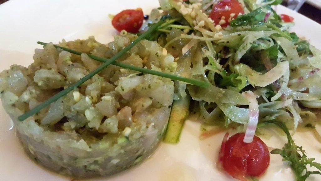 Tartare de daurade, noisettes, légumes croquants