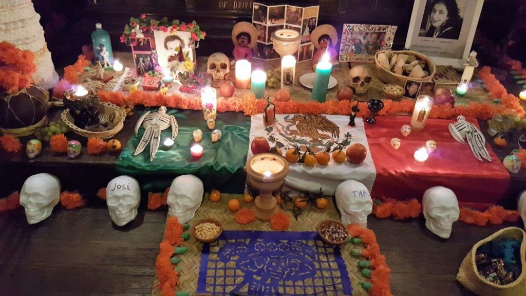 Offrande à l'autel des morts communautaires