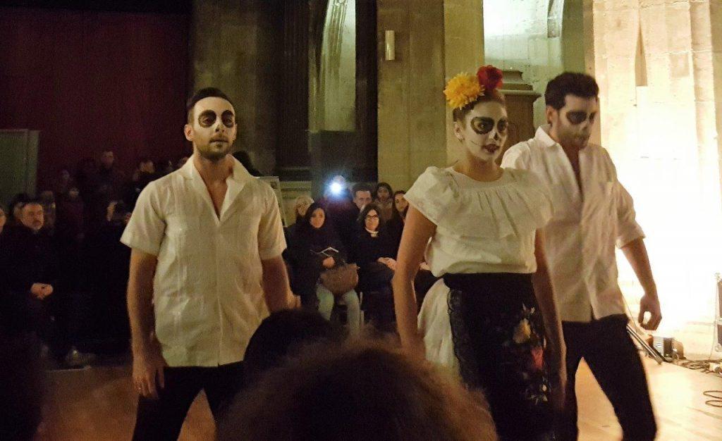 "spectacle de danse contemporaine ""OFRENDA"" par Esteban Inzua, avec Charlotte Nopal, Mikael Biasi, Max Carpentier"